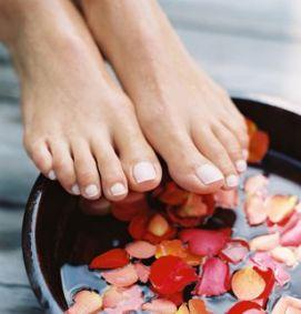 Soins mains et pieds - Bain de pied au gros sel et vinaigre ...